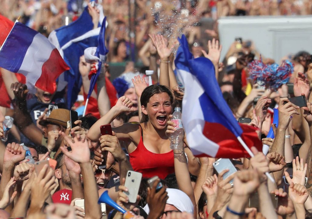 Francesas relatam agressões sexuais durante comemorações da Copa