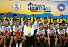 Entrevista na Tailândia revela que fome e medo assombraram os 12 meninos durante dias presos em caverna