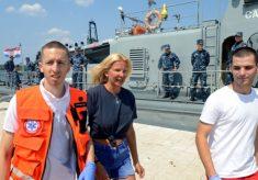 Turista britânica é resgatada após cair de cruzeiro e passar dez horas no Mar Adriático 32