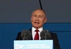 Russos protestam, e Putin anuncia proposta mais suave para reforma da Previdência Comente