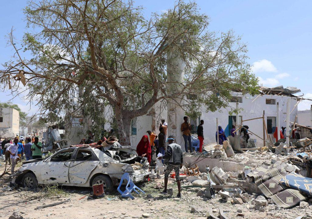 Ataque com carro-bomba na capital da Somália mata ao menos seis pessoas