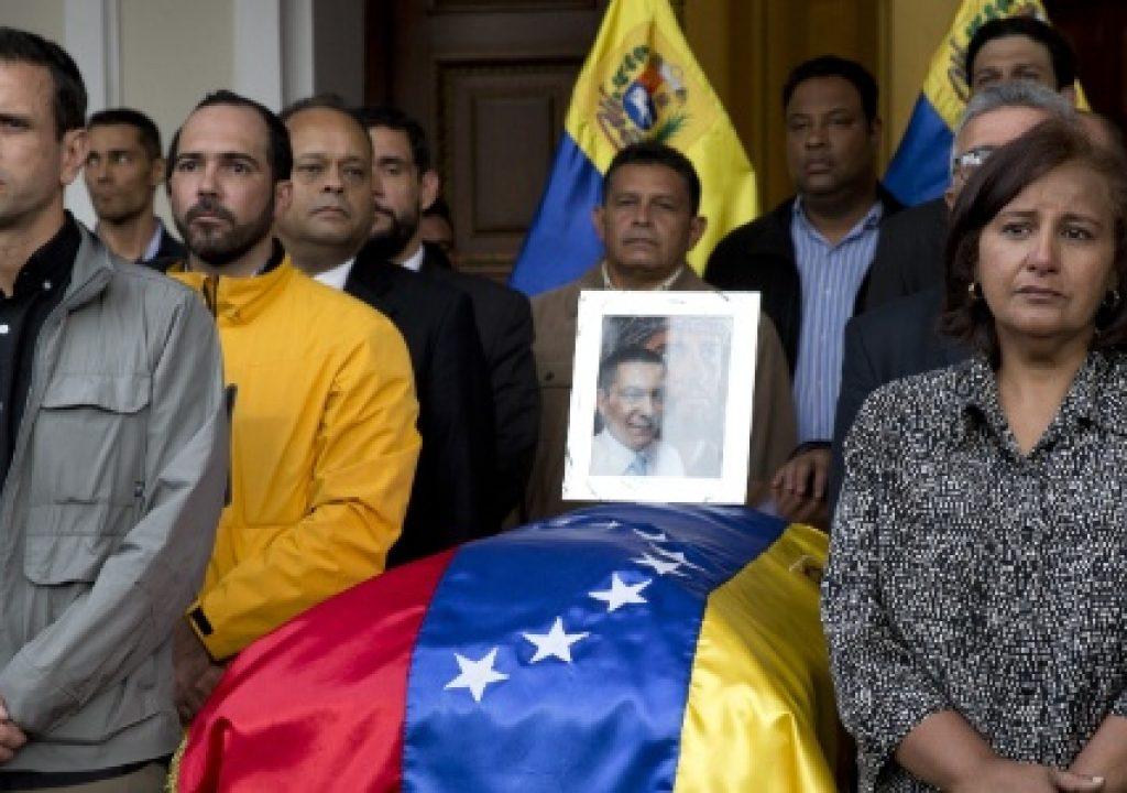 """Casa Branca condena """"envolvimento"""" do governo de Maduro na morte de opositor Comente"""