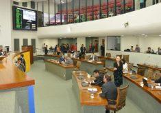 Sem orçamento já no terceiro mês, Estado não pode parar, afirma relator
