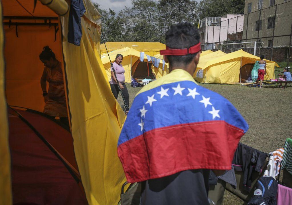 Milhares de filhos de refugiados venezuelanos nascidos na Colômbia estão se tornando apátridas